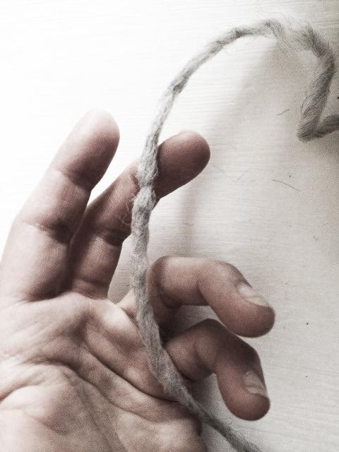 saliv och snurra mellan händerna
