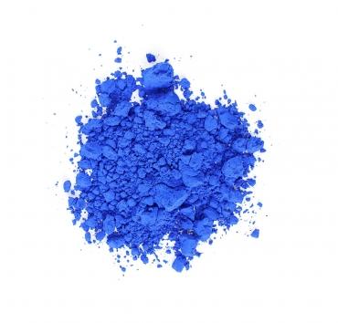 En liten hög med klarblått pigment
