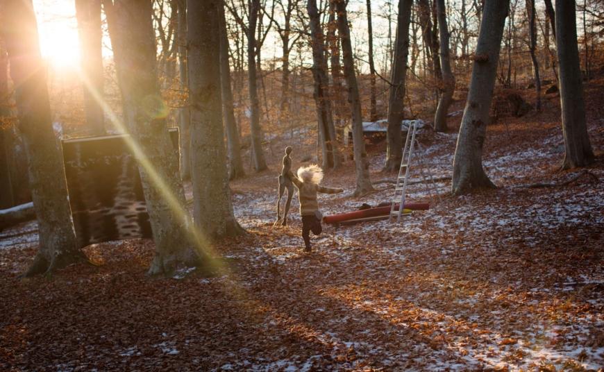 Ane Svenhedens barn och verk i skogen.