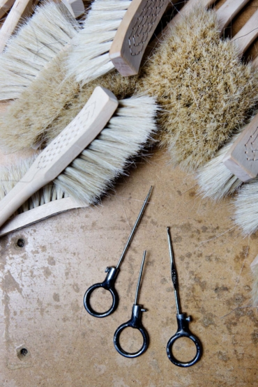 Borstar och verktyg på Iris hantverk.