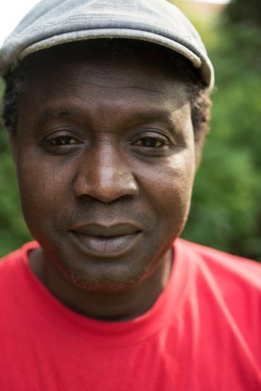 Porträtt av Ousman Sarr.