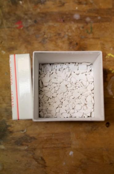 En ask med bitar av ostronskal.