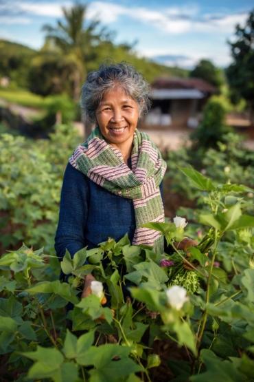 Mae Rote i ett bomullsfält