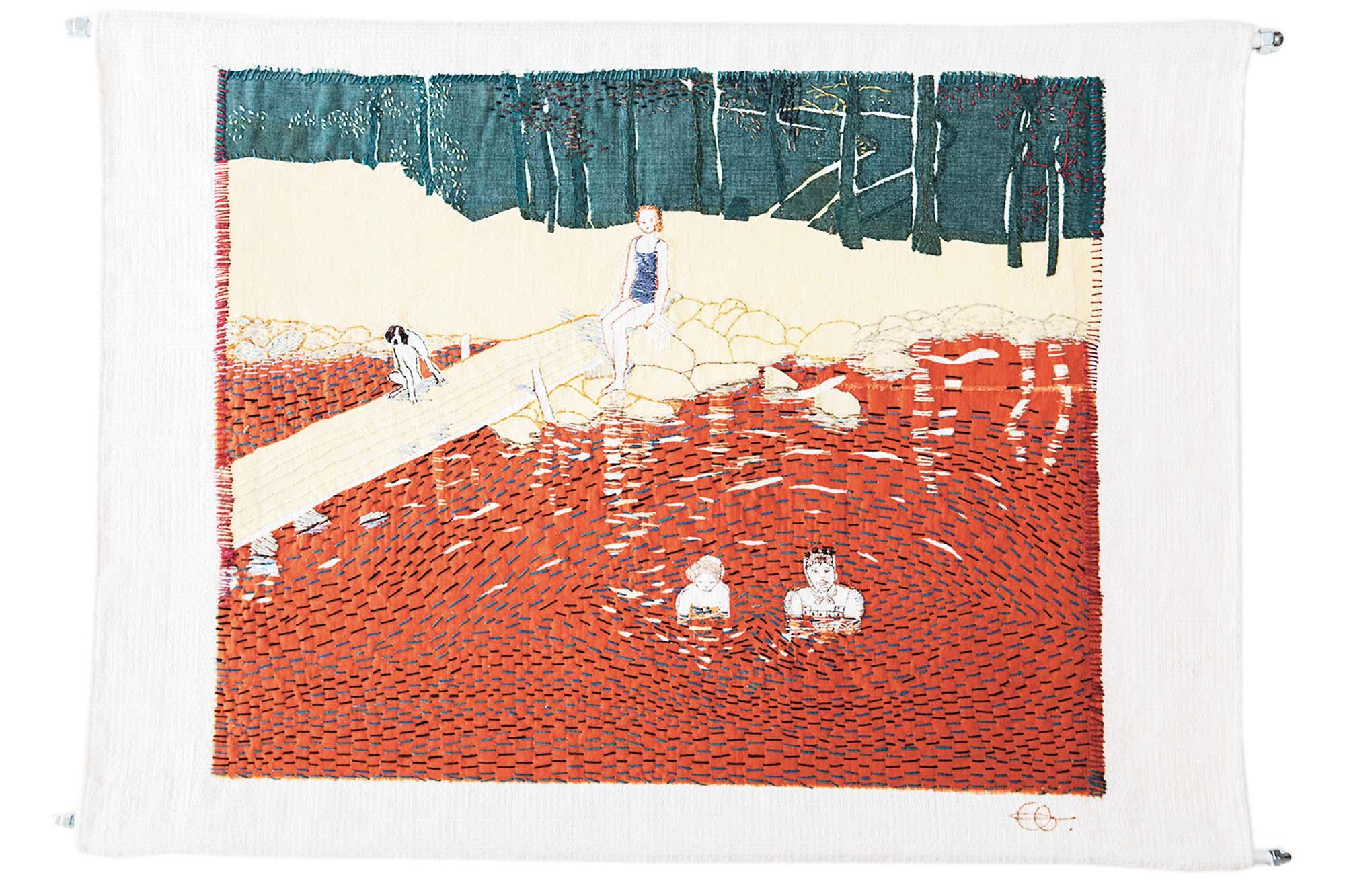 Ett broderi som föreställer barn som badar i en sjö.