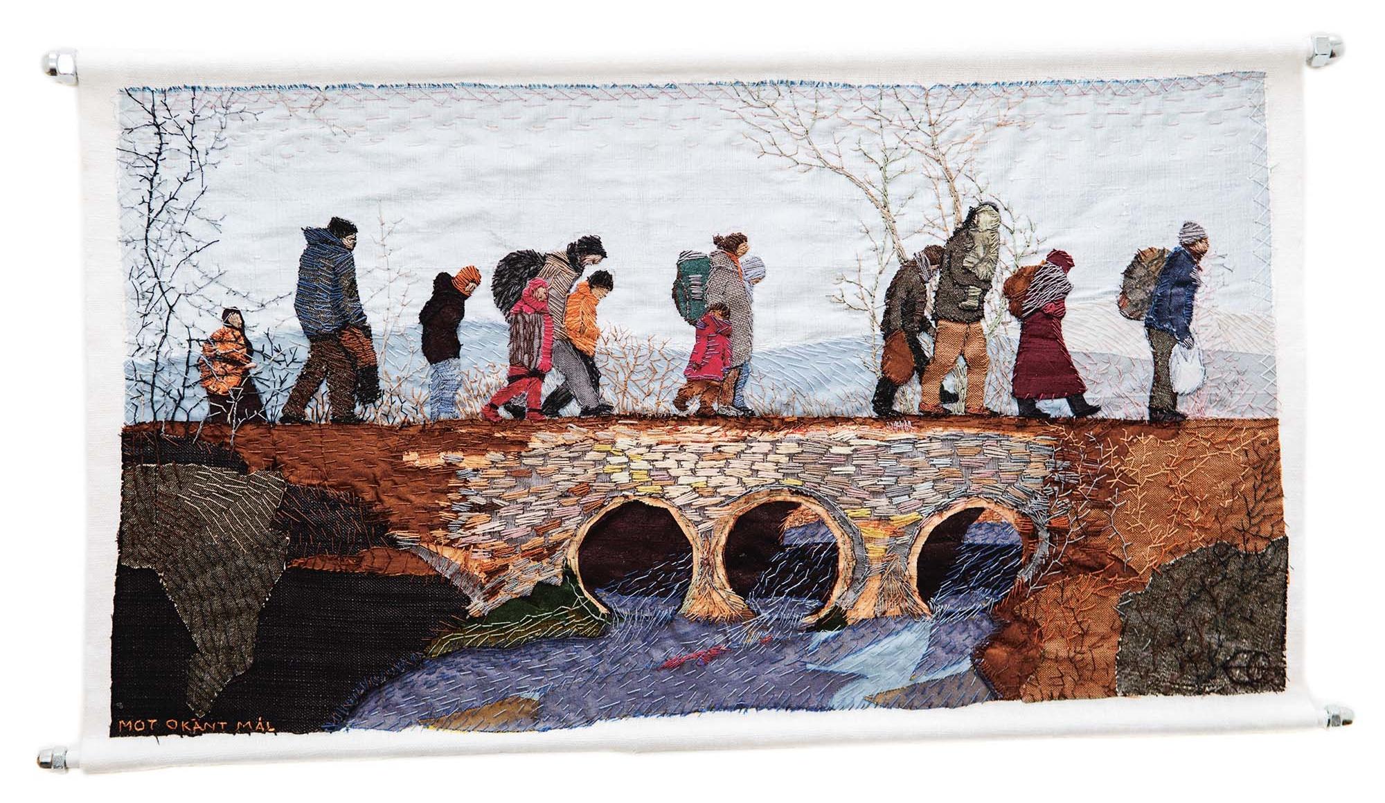 Broderi som föreställer hukande människor korsar en bro