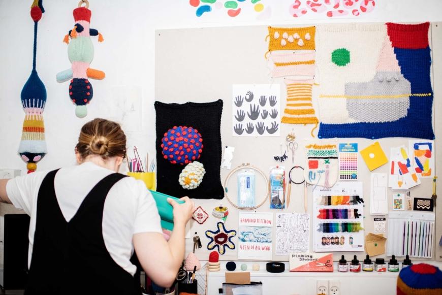 Ameli Neumann i sin studio.