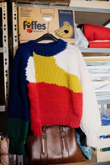 EN av Ameli Neumanns stickade tröjor